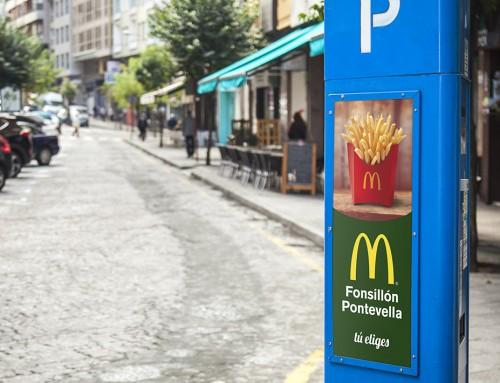 Parquímetros. Publicidad en el centro de la ciudad de Ourense.